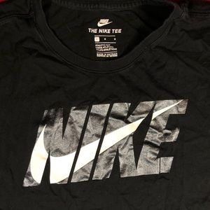 NIKE Classic Graphic T-Shirt